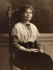 Emmeline_Pankhurst,_seated_(1913)